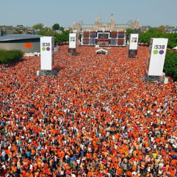 on whose altar is the dutch king's day being celebrated?